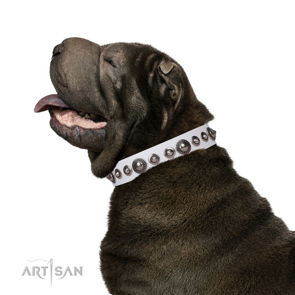 Fashionable decorated genuine leather dog collar for comfortable wearing