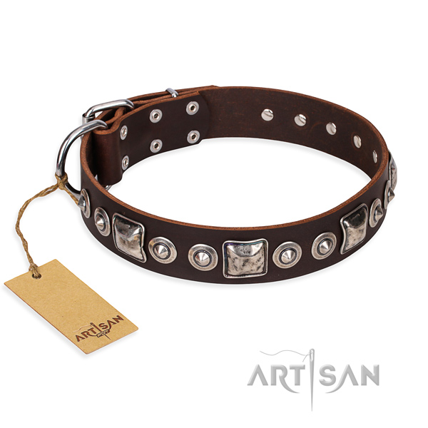 Full grain leather dog collar made of high quality material with rust-proof traditional buckle