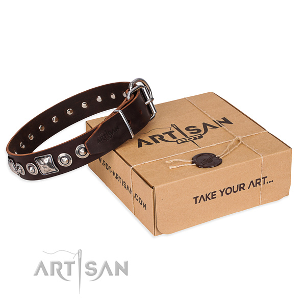 Full grain leather dog collar made of top notch material with reliable D-ring